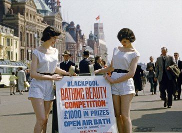 2bcc582f00000578-3216010-bathing_beauties_this_photo_shows_a_pair_of_beauty_queens_headin-m-72_1440945461451